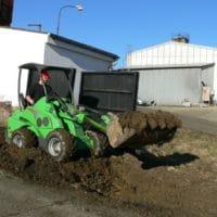 Pronájem stroje Avant na drobné zemní práce